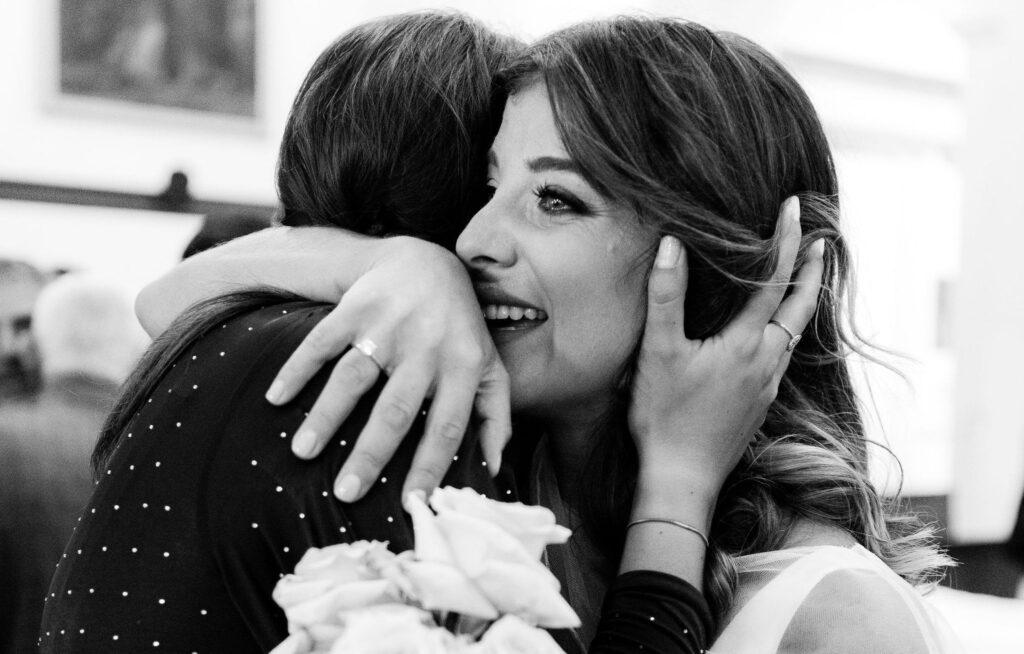 Anello di fidanzamento, come sceglierlo in base alla forma della mano